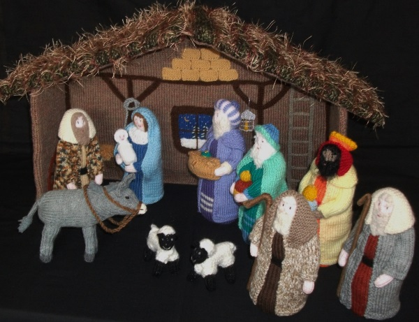 Knitting Patterns Christmas Figures : BRAND NEW HAND KNITTED NATIVITY STABLE WITH FIGURES
