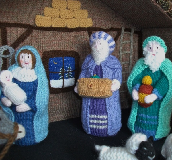 Knitting Patterns For Nativity Figures : BRAND NEW HAND KNITTED NATIVITY STABLE WITH FIGURES